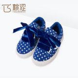 Legame di arco del cuore del PUNTINO di modo dei bambini il più nuovo merletta in su i pattini delle scarpe da tennis del cachemire