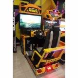 Роскошное оборудование парка атракционов участвуя в гонке управляющ машиной видеоигры автомобиля