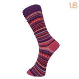 Lustige Kleid-Socken der Männer