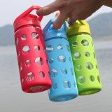 Новизна прочного стеклянная бутылка воды с красочными мягкая силиконовая втулка