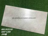 建築材料の灰色の磁器のタイルの無作法な大理石の石造りの床のマットのタイル