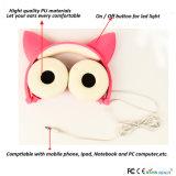 赤いカラーは私用型猫耳のヘッドホーンを所有する