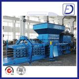 L'horizontale de la machine de recyclage des déchets de papier de la presse