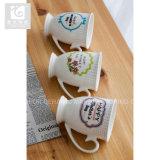 Precio bajo de la alta calidad de la taza de té del pie de la porcelana de China