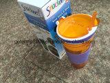 Напитки закуски изоляции пластмассовые чашки воды фруктов