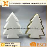 De Ceramische Ambachten van de Vorm van de Kerstboom van de Decoratie van Kerstmis met Gegalvaniseerd Goud
