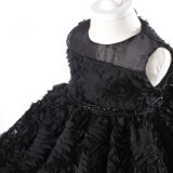 Vestidos pretos da menina do laço