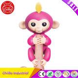 黄色い毛のFingerlings猿ペット電子おもちゃとのピンク