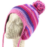 Earflapの羊毛によって並べられる女性のニットの帽子の女の子の冬のスキー帽子