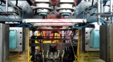水漕のブロー形成機械
