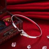 925人の銀製のシンプルな設計の腕輪の女性の銀製のブレスレットの方法銀の宝石類