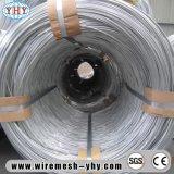 高圧の電流を通された鋼線