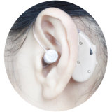 Перезаряжаемые пожилые люди усилителя слуха за помощью уха уха портативной