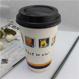 De beschikbare Vriendschappelijke Opgeslagen Biologisch afbreekbare Dubbele Koppen van het Document van de Koffie van de Muur Eco Beschikbare