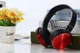 Cuffia senza fili della tazza dell'orecchio sopra la scheda di memoria di sostegno del trasduttore auricolare dell'orecchio con il giocatore di MP3 di funzione di FM