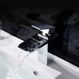 新しいデザイン浴室の滝の真鍮の洗面所の洗面器の台所浴槽水シャワーの蛇口