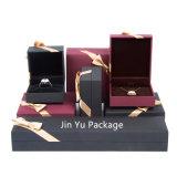 Rectángulos de empaquetado determinados del color del cuadrado del papel de cuero de la joyería negra del regalo