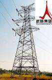 習慣によって電流を通される送電タワー