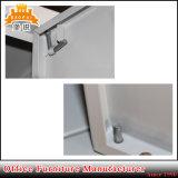 Étudiants ou employés utilisent l'armoire de rangement en acier à 4 portes