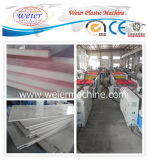 Деревянные пластиковые WPC ПВХ земной коры системной платы из пеноматериала в мастерской производственной линии