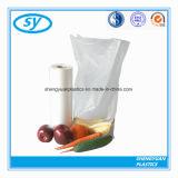 Ясный упаковывая пластичный мешок еды на крене