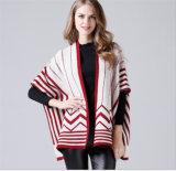 女性は編むポンチョに卸し売り工場を作る
