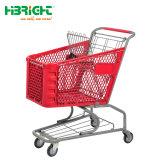 Su ordine variopinto del supermercato tutto il carrello di plastica di acquisto