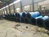 Encanamento da indústria com a tubulação de mangueira de borracha de dragagem