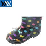 L'impression couleur noir solide dot PVC étanche Bottes de pluie pour les enfants