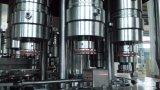 L'eau de bouteille en plastique d'animal familier faisant la machine de remplissage