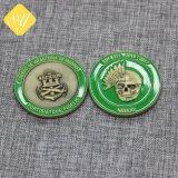 工場価格の記念品のギフトのためのカスタム金属の折りえりPinの紋章のスイスの硬貨