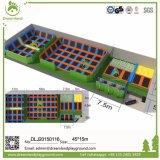 自由な跳躍のトランポリン競技場、Ninjaのコース、オリンピックトランポリン裁判所