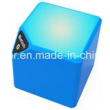 小型立方体のスピーカーは自由なLEDにBluetoothの軽いスピーカーを渡す