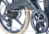 """Cidade cheia da luz da suspensão do Ce 20 """" que dobra a bicicleta elétrica com a bateria de lítio escondida"""