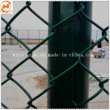 機密保護の金網の塀か電流を通されたチェーン・リンクの塀