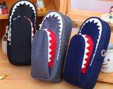 La cassa sveglia del sacchetto della matita per la penna di figura dello squalo dei ragazzi delle ragazze del banco insacca la casella per la cancelleria della Corea di grande capienza della chiusura lampo di Bilayer dell'allievo