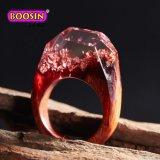 De aangepaste Met de hand gemaakte Houten Ringen van de Hars met Natuurlijke Bloem voor Vrouw