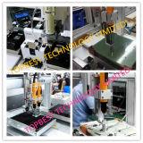 De Robot van het Sluiten van de schroef met Schroevedraaier 2 en Werkende Post 2