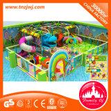Le modèle de singe badine le matériel d'intérieur de terrain de jeux de cour de jeu