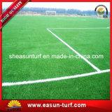 Hierba artificial del césped plástico al por mayor del campo de fútbol