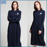 Mingの青い綿によって刺繍される女性は広州の工場によって長く服を着る