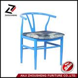 Hot Sale coloré Archaistic V arrière en métal chaise de salle à manger avec coussin doux