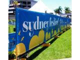 La flexión al aire libre de la cerca del atletismo de la tela del poliester se divierte la visualización de la bandera para hacer publicidad de la impresión