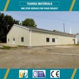 金属のオフィスビルか鉄骨構造の倉庫または研修会