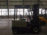 国連2.5トン2500kgの新しい4つの車輪の電気フォークリフト