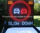 Señal de advertencia de tráfico multicolor para el control de carreteras y la gestión del tráfico