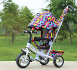 [س] يوافق طفلة مزح درّاجة ثلاثية [تريك] درّاجة ثلاثية لأنّ عمليّة بيع