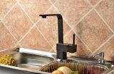 Golpecito de agua de cobre amarillo de la cocina de las mercancías sanitarias del nuevo producto de la fábrica