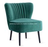 Удобные бархатной обивкой кресло для отдыха