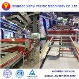 幅: 2050mm PVC WPC機械3つの層の共押出し泡のボードの放出